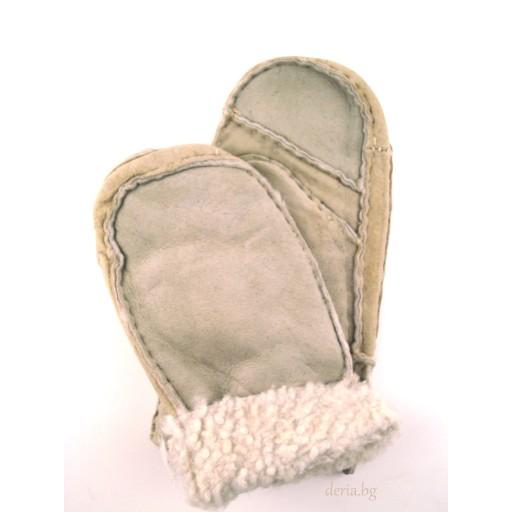 детска ръкавица от естествена кожа-бежови